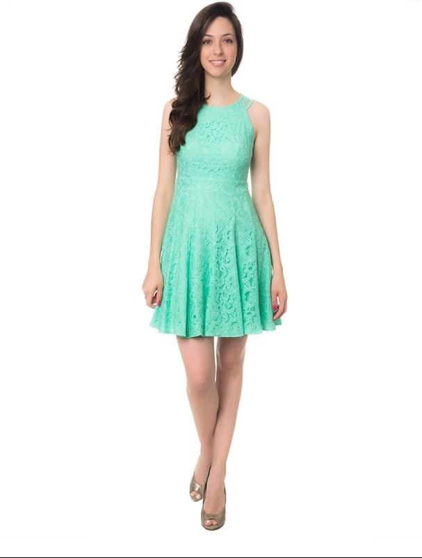 Vestido verde curto com renda